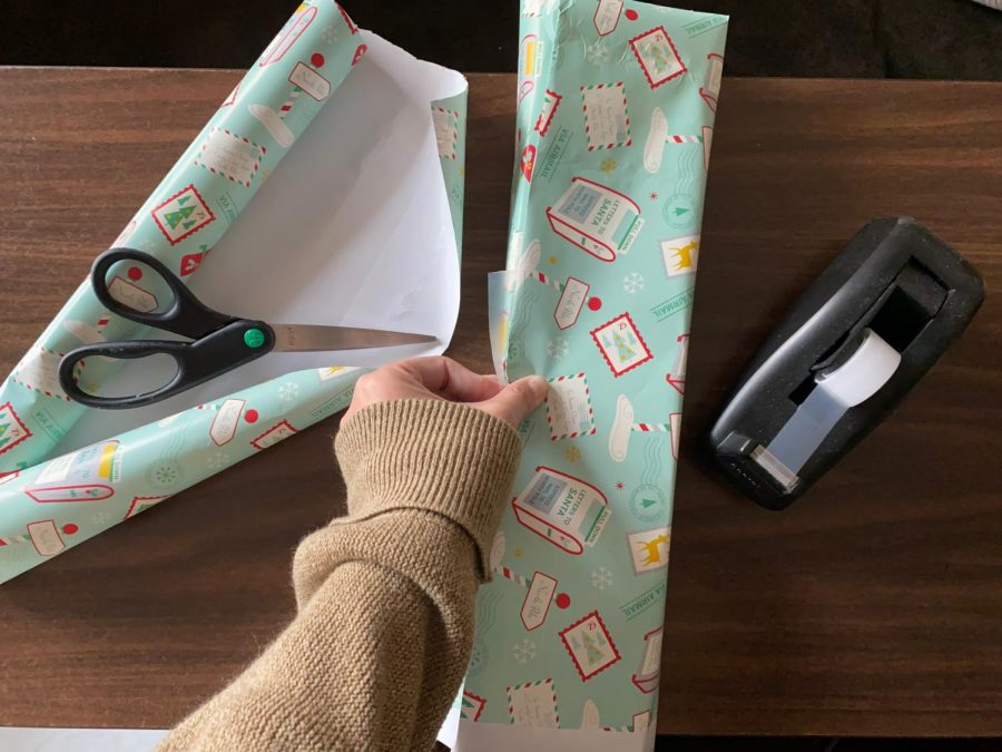 Wrapping presents is yet another way to be ethical during the holidays. Using recyclable wrapping paper and reusable boxes, amongst other ideas, allows for a more environmentally friendly way to decorate gifts.